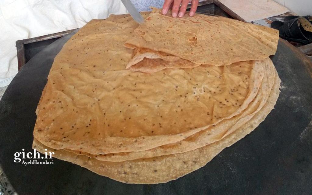 نان خشکه، نانوایی سلامت پز راضیه فریدی در زرقان، - عکس از آیه حمداوی - آموزش پخت نان در خانه - مجله گیچ gich.ir