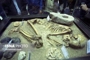 رونمایی-از-اسکلت-مرد-۷۵۰۰-ساله-کشف-شده-در-روستای-سرسختی-در-شازند-اراک-که-در-حمام-چهار-فصل-رونمایی-شد-۷مهر۹۵-گیچ