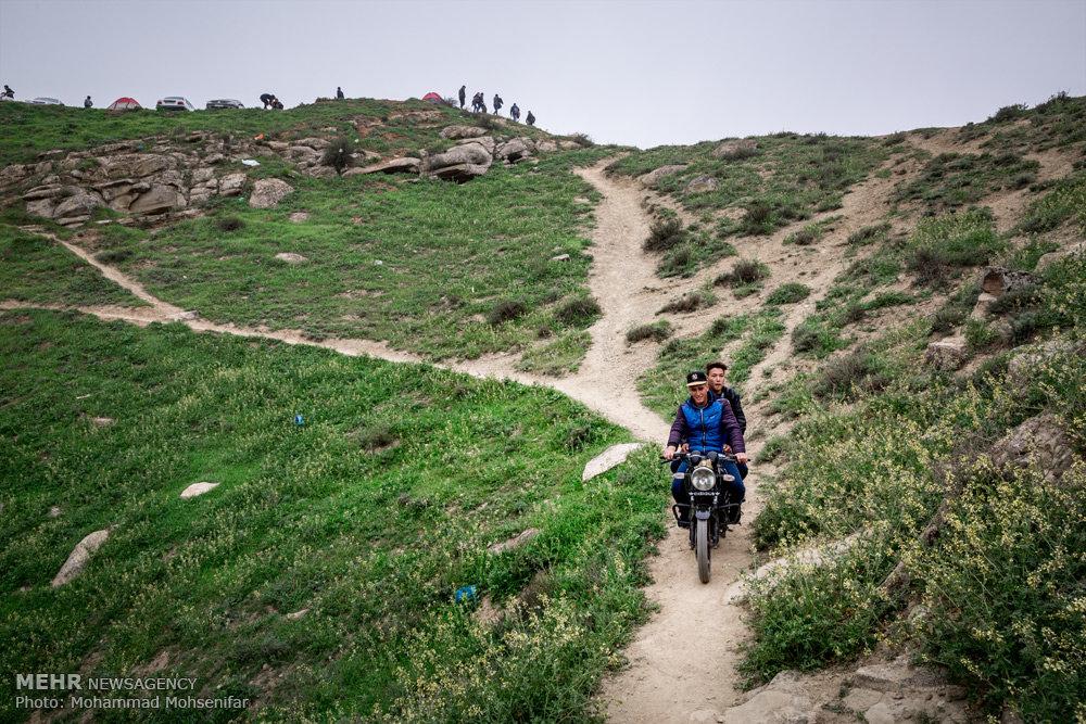 عوارض ورود خودرو به طبیعت  آرامگاه خالد نبی، استان گلستان. تبدیل راه شوسه و مالرو به جادهی آسفالت؛