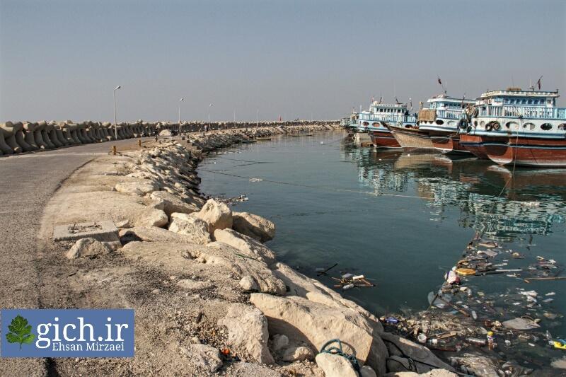 بندر صیادی دیّر انبوه زباله های خطرناک عکاس احسان میرزائی سایت گیچ