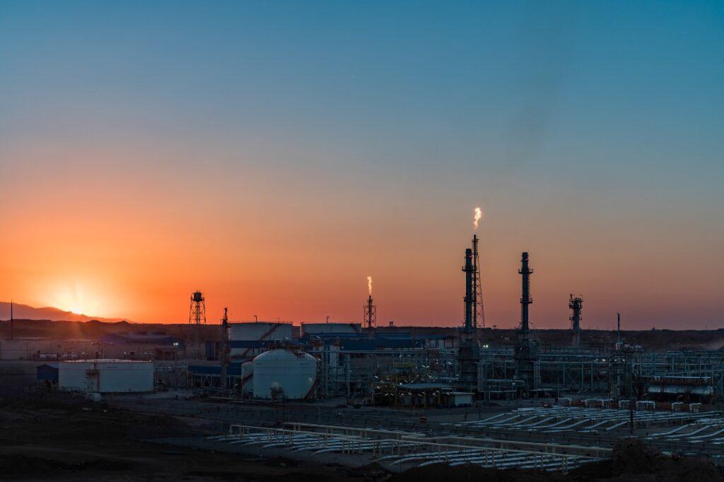 میدان نفتی آذر - ایلام - عکس از شرکت متن - مجله گیچ